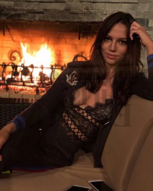 Jahina escort girl in Euless