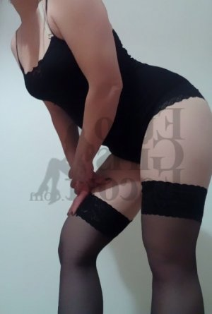 Lauraine massage parlor & escort girl