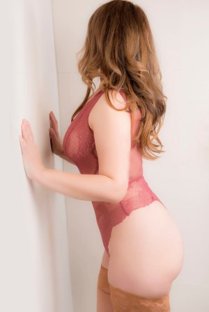 Anne-sandrine happy ending massage and live escort